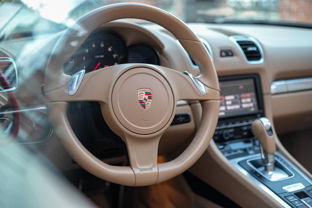 Red Porsche Boxter аренда нижний новгород белый салон